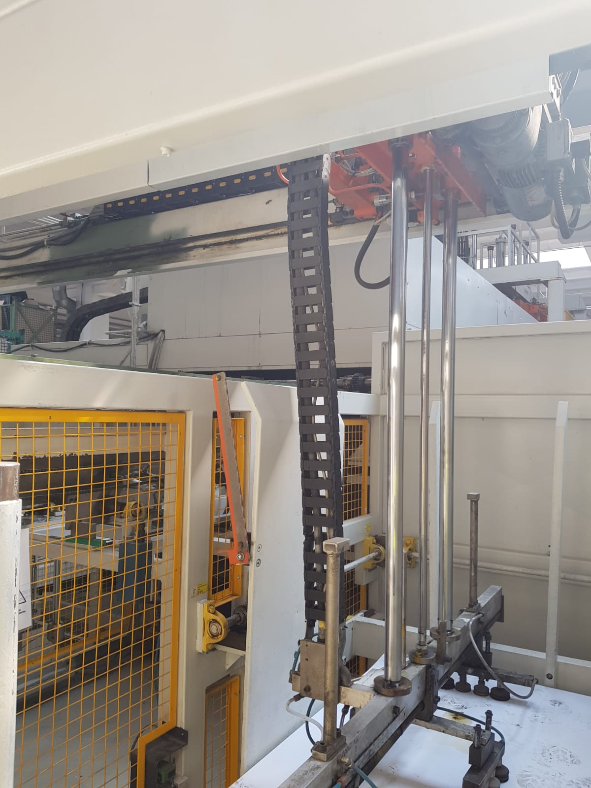 maszyna do formowania elementów z plastiku